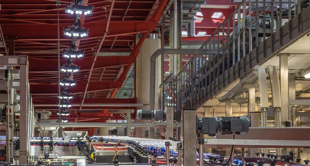 Iluminación industrial LED inteligente y eficiencia energética